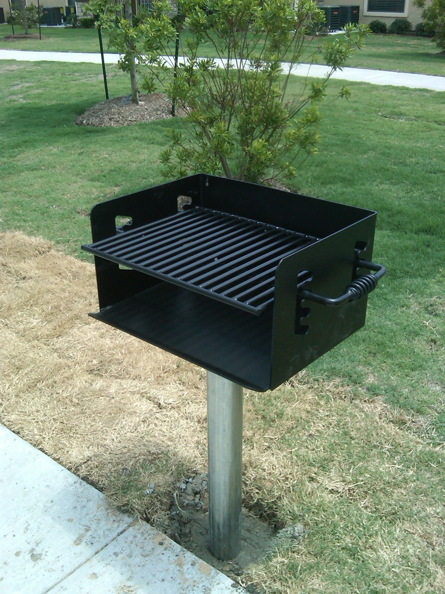 360 Degree Rotating Pedestal Grill From Dunrite
