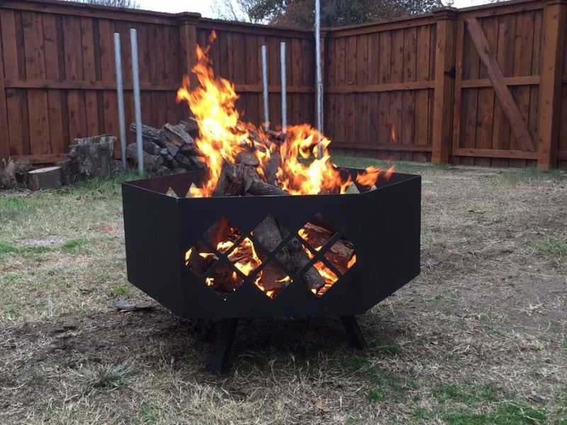 Photo of Texas girl designs DIY steel fire pit with diamond cut-patterns
