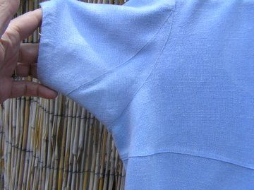 Fashion Incubator » Blog Archive » Gussets and collars: Added a gusset under a set in sleeve. Not a tutorial.