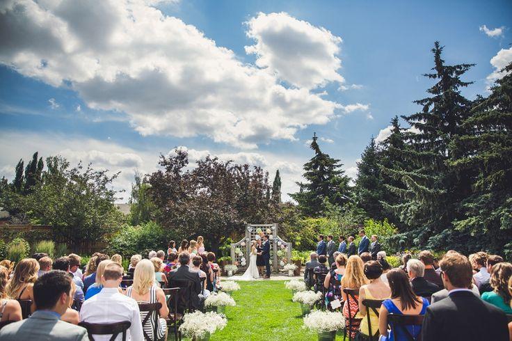 The Calgary Zoo is an amazing wedding ceremony venue! Lovely outdoor wedding ceremony. By Calgary wedding photographer Anna Michalska Photography