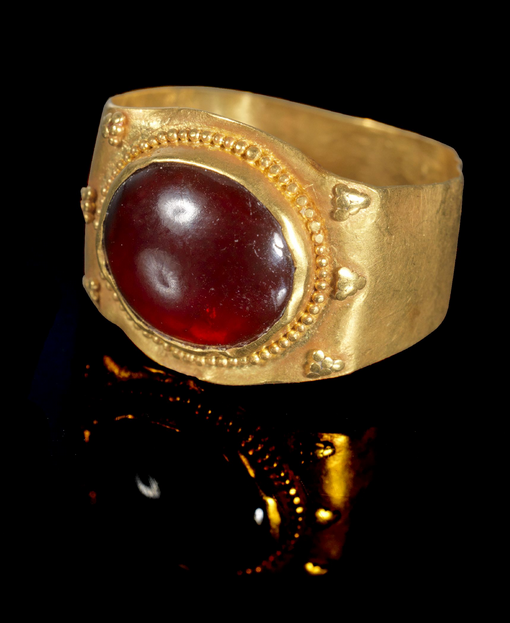Roman Gold and Garnet Ring, 3rd Century AD #GoldJewelleryPosts | Medieval  jewelry, Ancient roman jewelry, Roman jewelry