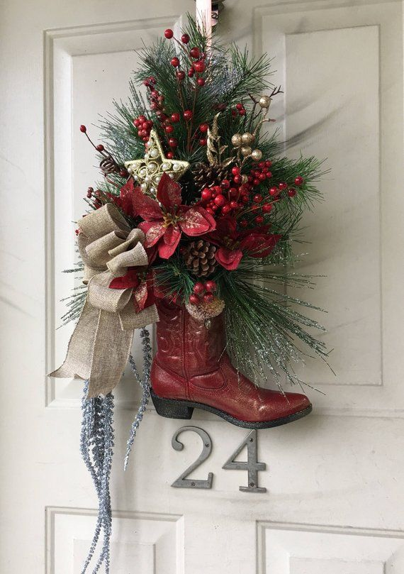 Cowboy boot wreath. Cowboy Christmas. Country Christmas. Western Christmas decorations. Country living Decorations