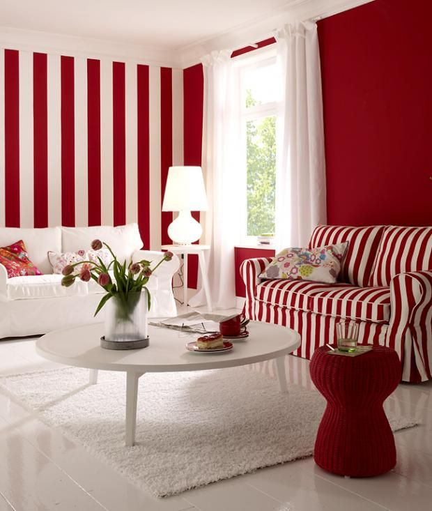 die rote wand streifen look in rot wei streifen rot und wandfarbe. Black Bedroom Furniture Sets. Home Design Ideas