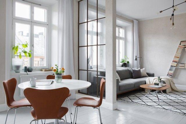 stockholm kompaktes wohnzimmer skandinavische einrichtung raumteiler kleine rume ideen frs zimmer khle bcherregale wohnzimer rustikale eleganz - Bcherregal Ideen Fr Kleine Rume