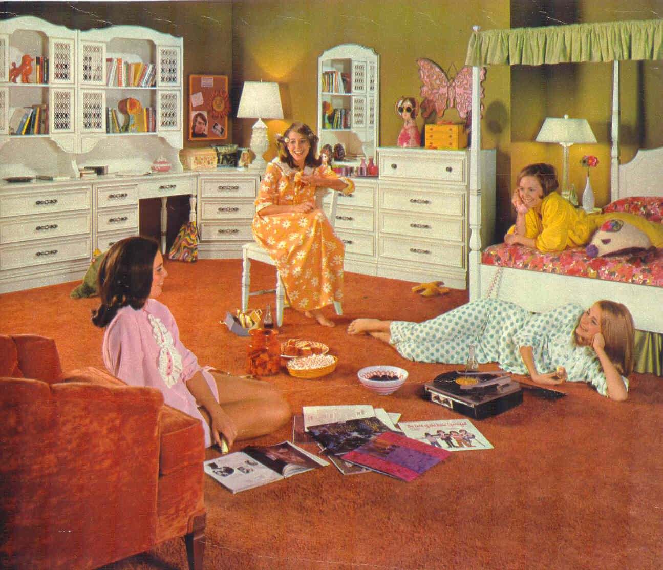 Bachelorette Girly Bedroom: 70s Pajama Parties