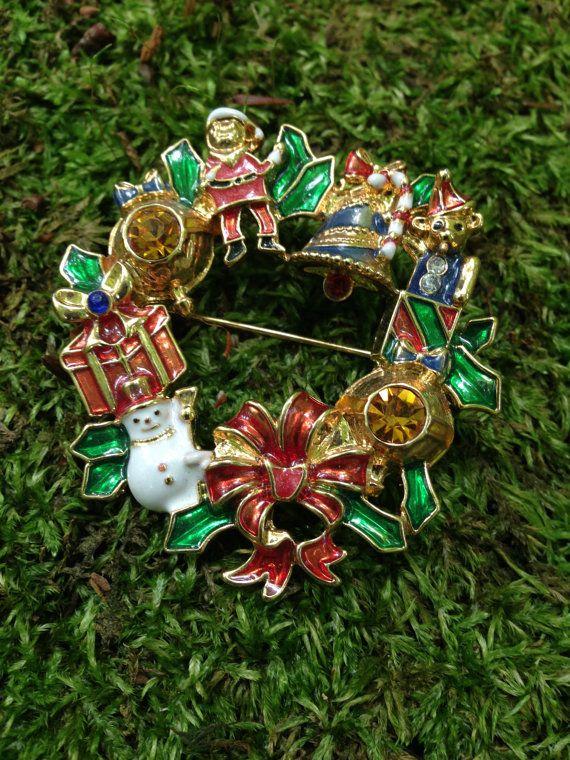 Vintage Christmas Wreath Brooch