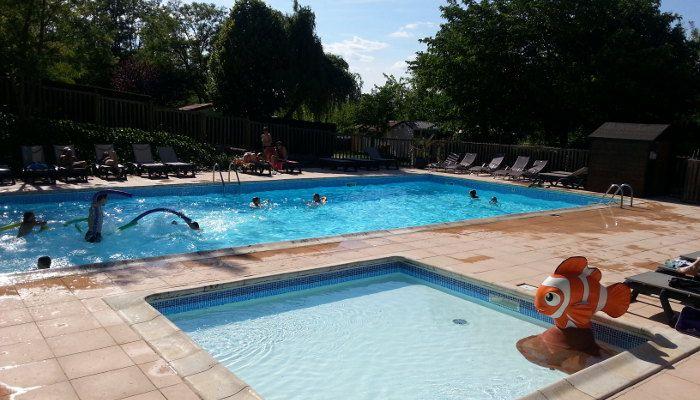 piscine famille Anneyron http://bougerenfamille.com/vacances-anneyron-en-famille/