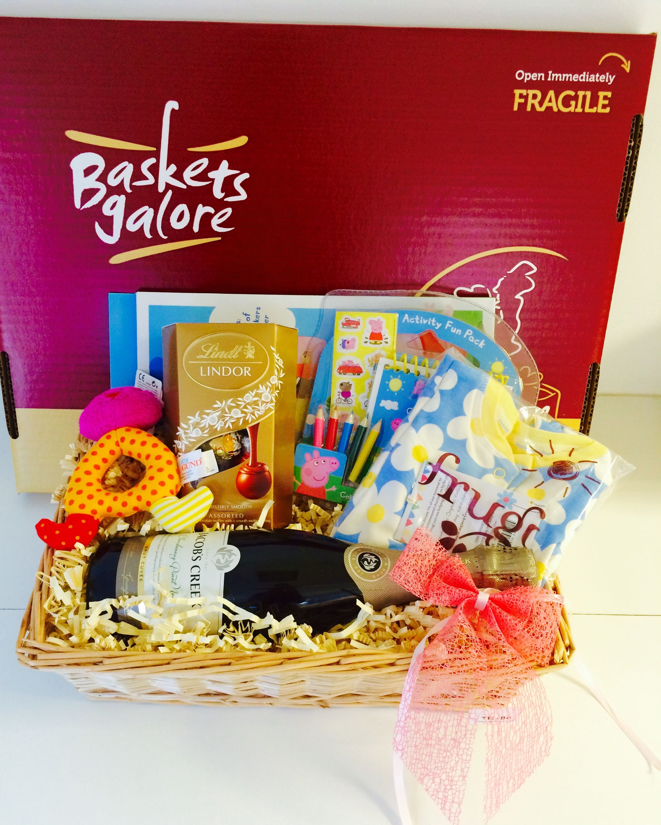 Family Gift Basket To Welcome A New Arrival Gifts For Mum Dad Baby And Sibling Family Gift Baskets Gift Hampers Gift Baskets