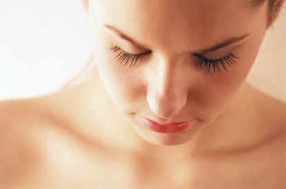 An all-natural way to grow healthier eyelashes...