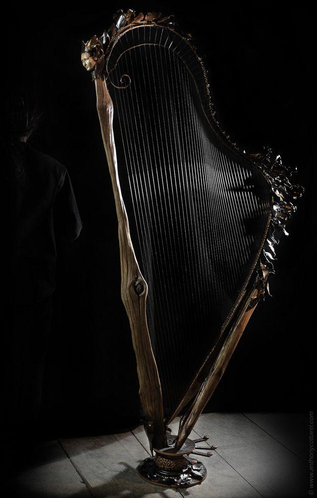 Frondaison/ Harpe en fer et bois (châtaignier) Thierry Chollat - peinture bois et fer