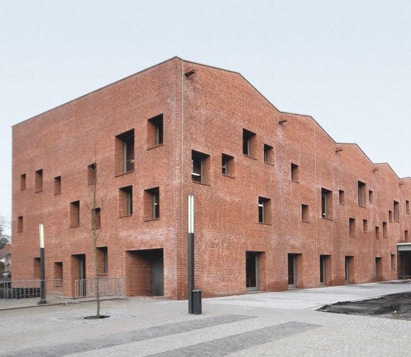 Massiver f nfk pfiger ziegelbaumittelpunktbibliothekin berlin k penick deutsche bauzeitschrift - Architekturvisualisierung berlin ...