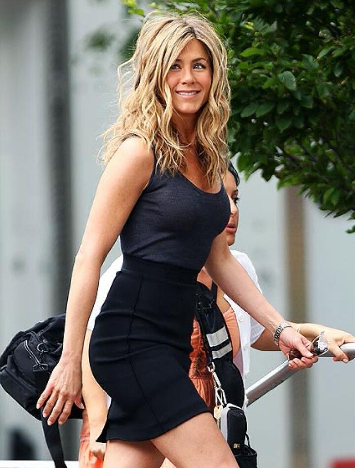 booty-latina-young-jennifer-aniston-legs-movies