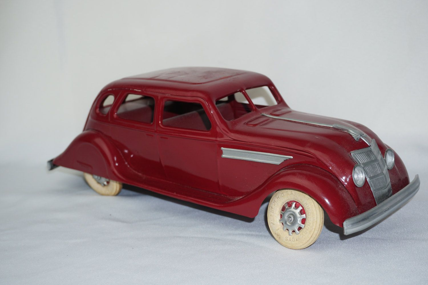 1930 39 S Kingsbury Chrysler Airflow Pressed Steel Sedan Wind Up Needs Tlc Chrysler Airflow Plastic Model Cars Pressed Steel Toy