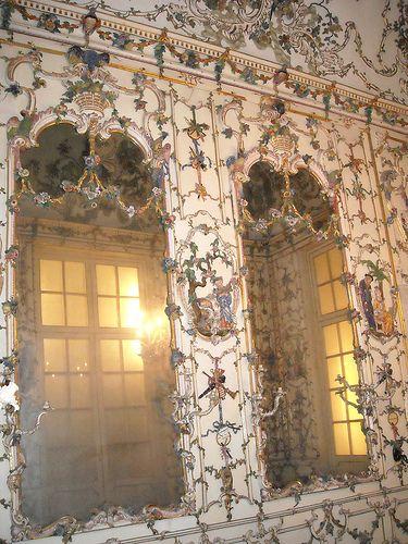 Il salottino di porcellana di Capodimonte / The porcelain drawing-room of Capodimonte/Naples (1757-59)