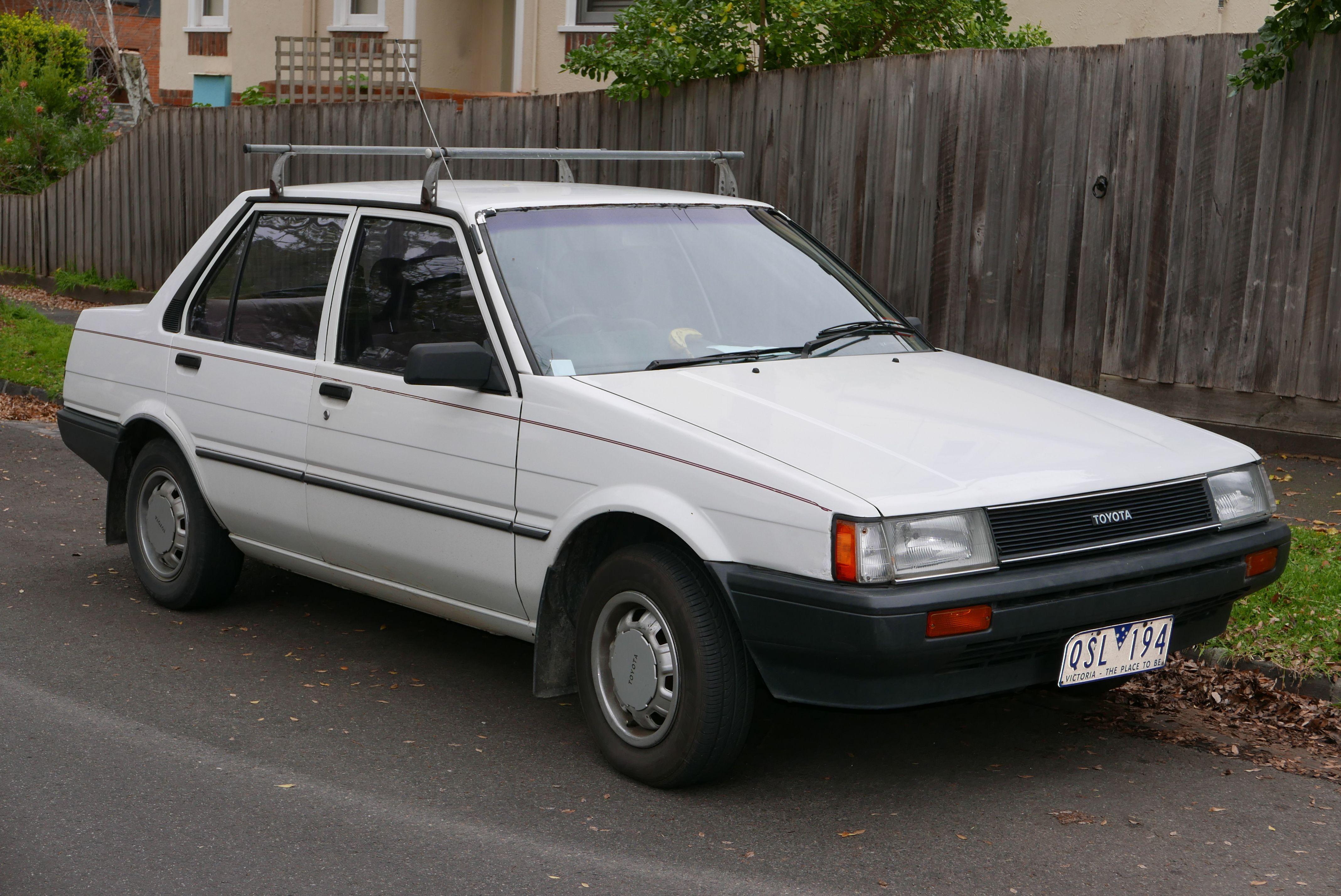 1985 Toyota Corolla (AE80) Sedan