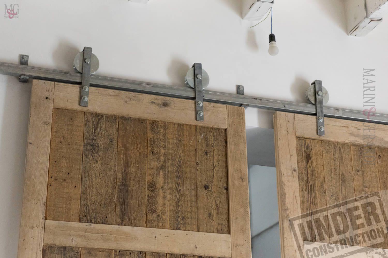 grande Porta scorrevole a due ante struttura in legno Massello di Abete