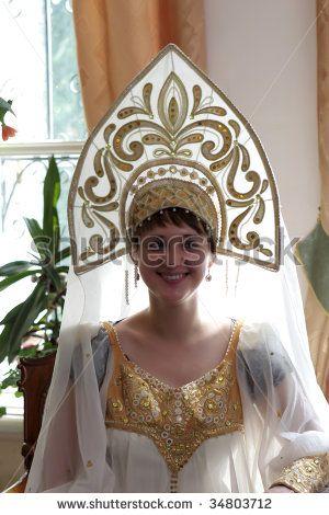 stock-photo-the-woman-in-kokoshnik-traditional-russian-head-dress-worn-by-women-and-girls-34803712.jpg (300×470)