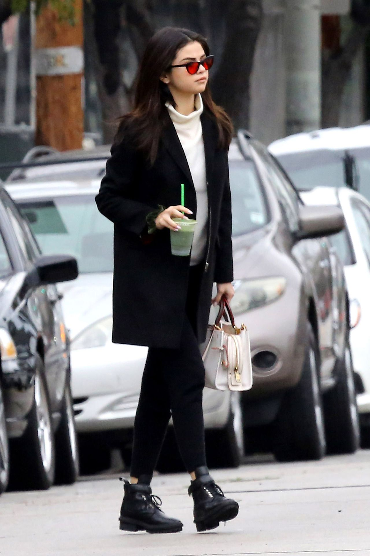 Selena Gomez Sokak Stilini Keşfedin