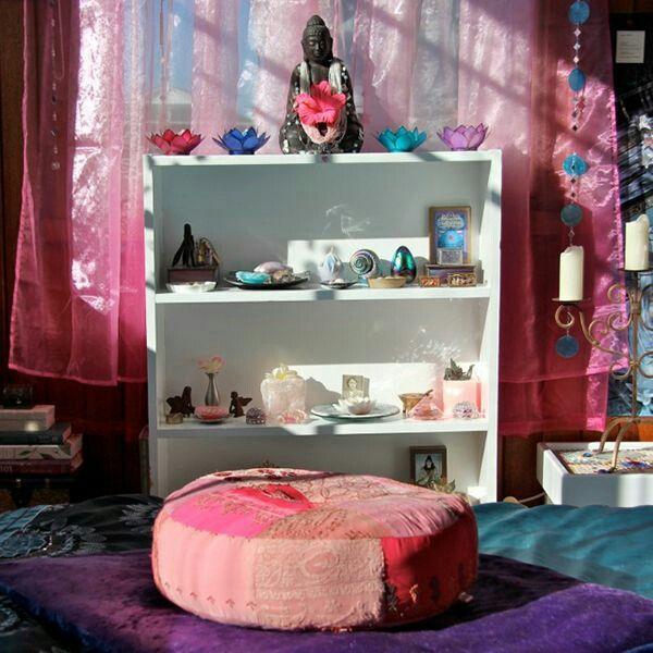 Altar idea kundaini yoga 101 pinterest altars for Small yoga room ideas