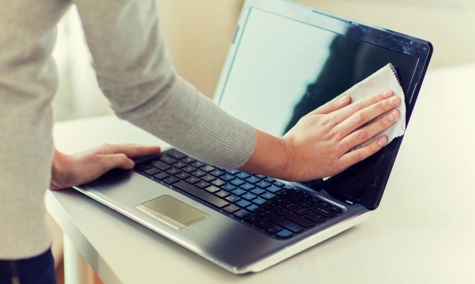 Laptop Reinigen Monitor Tastatur Gehause Saubern Reinigen
