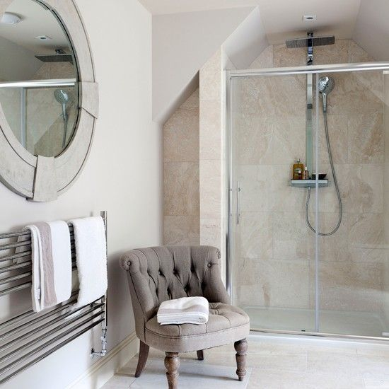 Classic en suite bathroom with travertine tiles for Modern ensuite ideas