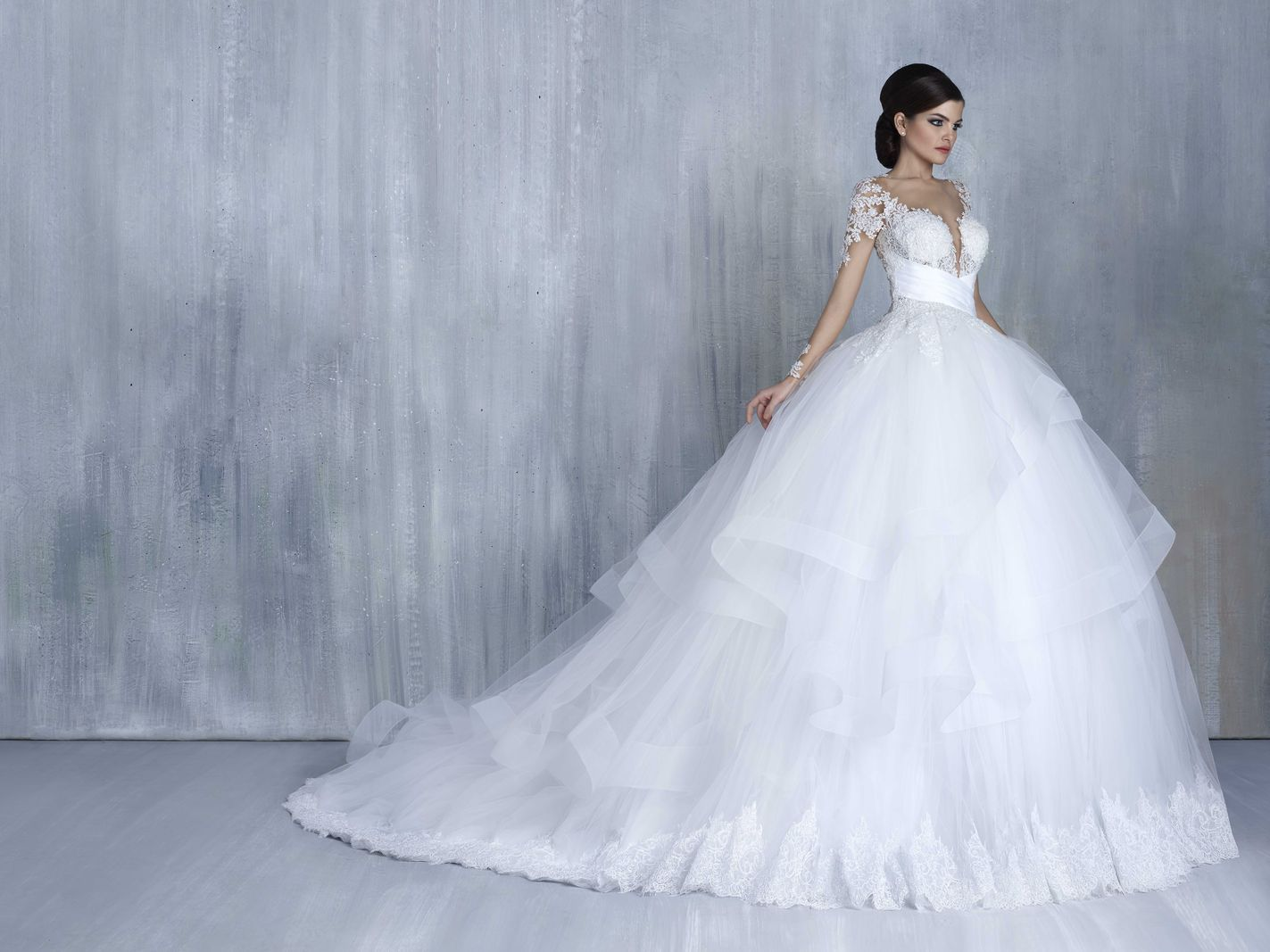 Most elegant wedding dresses and bridal gowns available at Beirut (Lebanon). Classic and trendy bridal dresses and wedding gowns at an affordable prices.