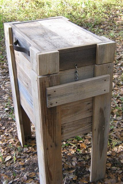 Pallet Wood Cooler in pallet outdoor project. More pallet design DIY ideas and inspiration at http://pinterest.com/wineinajug/passion-for-pallets/