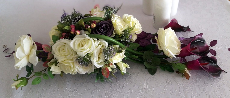 Stroik Na Cmentarz Fioletowe Kalie I Biale Roze Swiateczne Atelier Floral Floral Wreath Wreaths