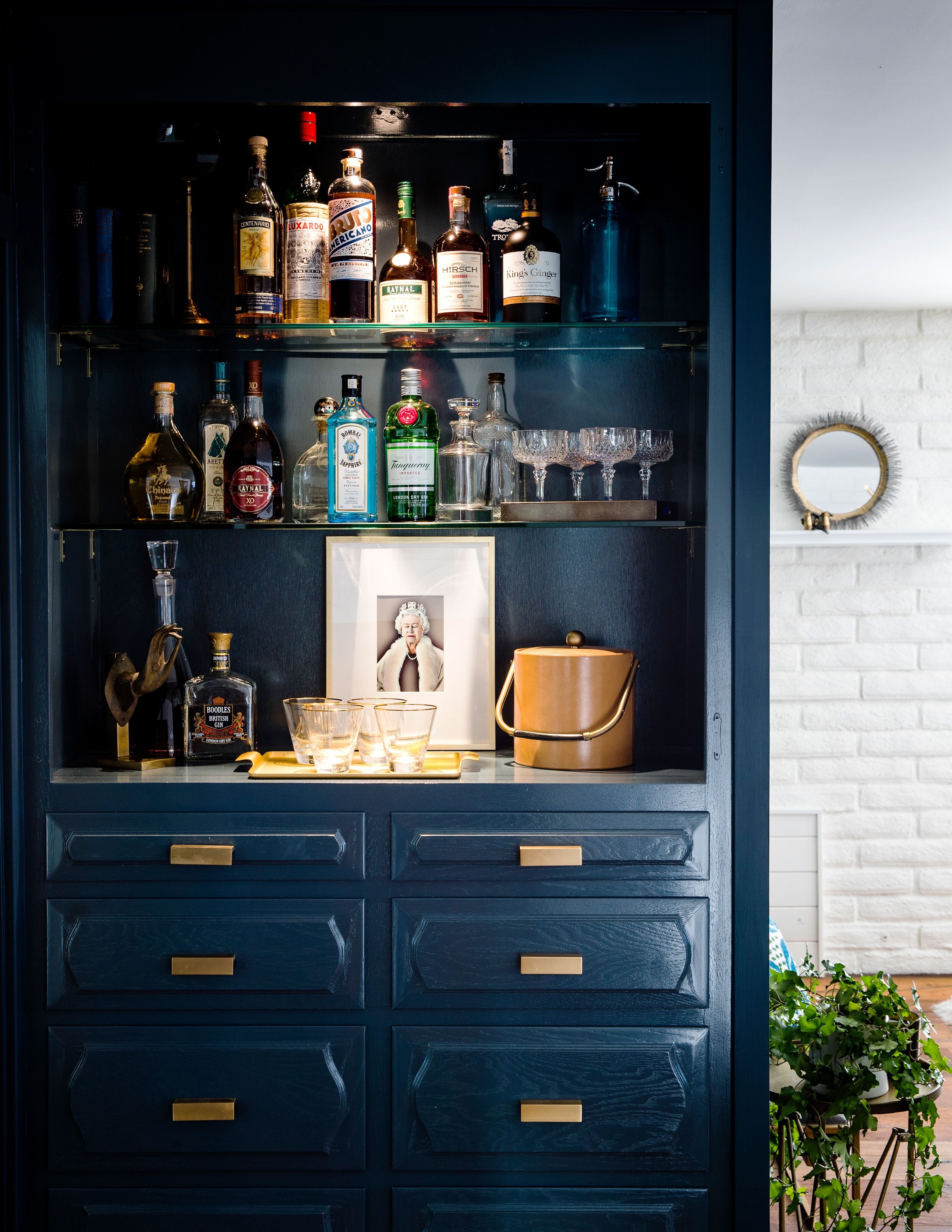 Tour A Stunning Home Makeover With International Style Home Bar Sets Home Bar Designs Bars For Home