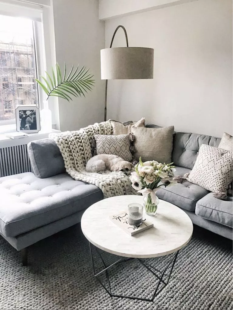 30 Amazing Living Room Pillow Ideas For Beautiful House Grey Couch Living Room Apartment Living Room Design Living Room Decor Apartment