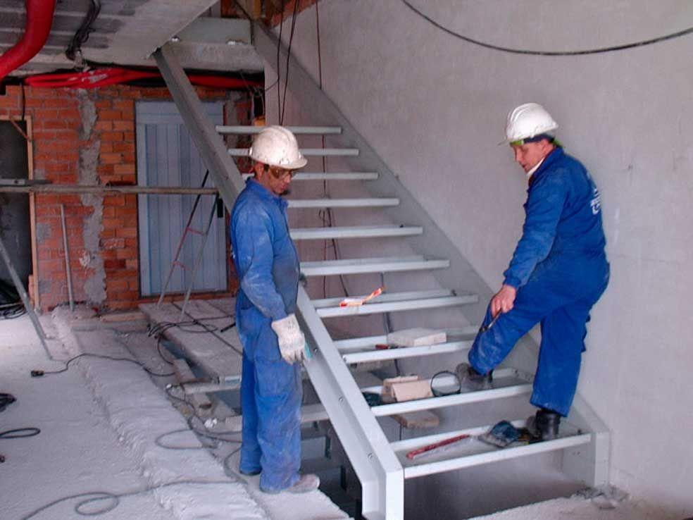colocación de escalera en Llanes. www.tallereslobon.com