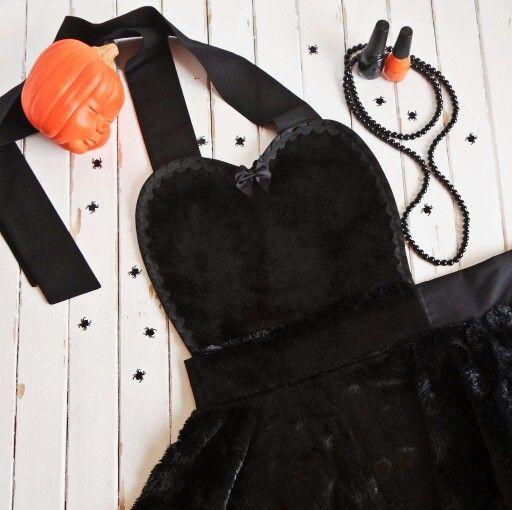 Bambinoamore's new apron for Halloween!   The Black Cat!  Check out Bambinoamore on Facebook, bambinoamore.com or bambinoamore.etsycom