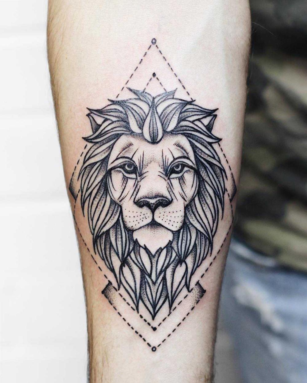 Crisp Lion Tattoo In 2020 Geometric Lion Tattoo Lion Tattoo Arm Tattoo