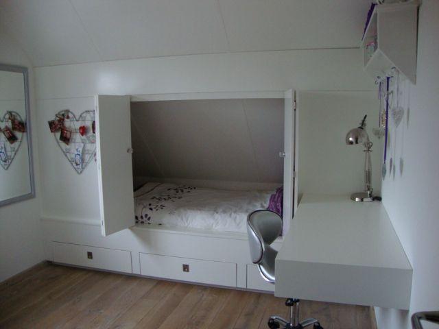 Bedstee en bureau kinderkamer zolderkamer pinterest vensterbank zolder en bureaus - Bed kind met mezzanine kantoor ...