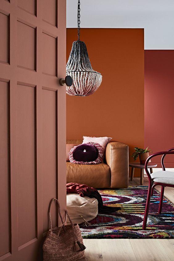 Natürliche Rottöne verleihen dem Zuhause Sinnlichkeit und Wärme.