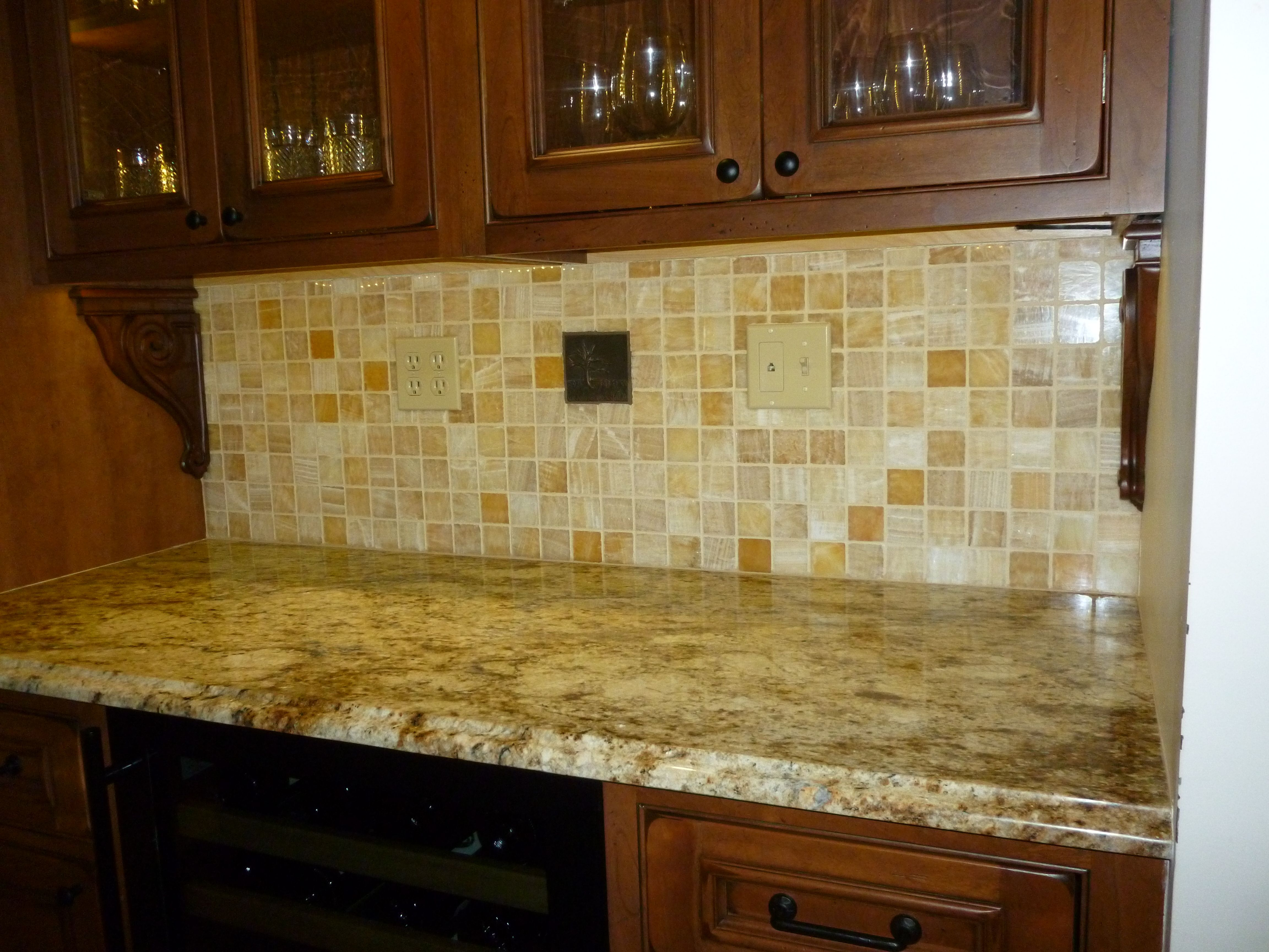 Matching Countertops With Cabinets Tiles To Match Yellow River Granite Google Search Home