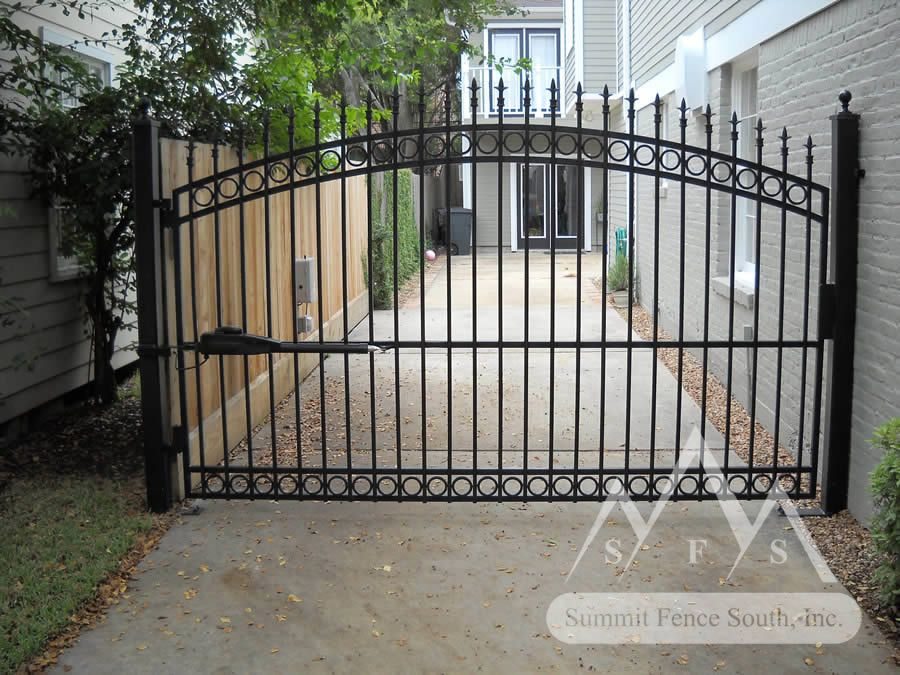 Iron fences and gates iron fence gate c arch iron fence for Aluminum gates for driveways
