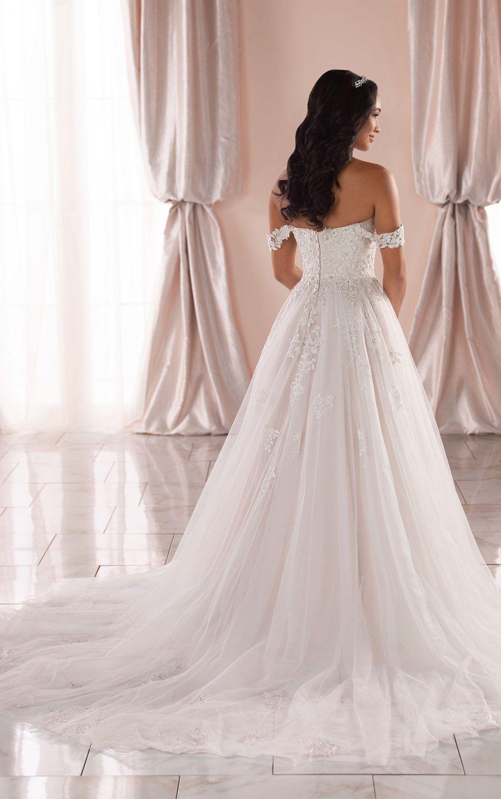 Plus Size Off The Shoulder Romantic Princess Ballgown Stella York Wedding Dresses Ball Gowns Wedding Ball Gown Wedding Dress Wedding Dresses Unique [ 1563 x 980 Pixel ]