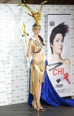MISS UNIVERSE 2010 IN NATIONAL COSTUMES MISS KOSOVO - Kështjella Pepshi