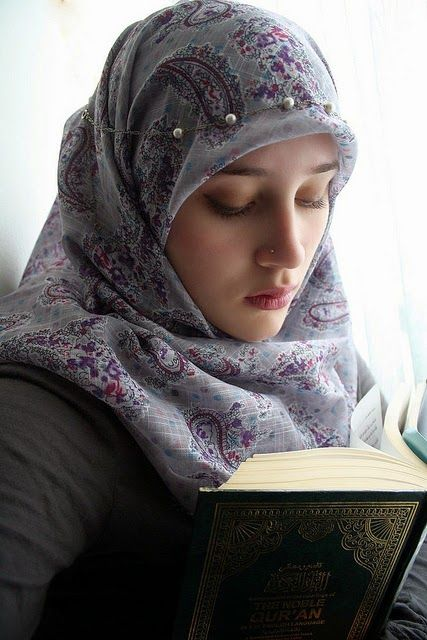 Reading The Quran  Girl Hijab, Muslim Girls, Beautiful -4913