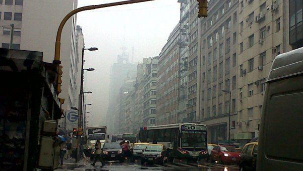 Nube tóxica invadió la Ciudad y generó pánico > http://www.diariopopular.com.ar/notas/139479-fuerte-olor-invade-barrios-portenos