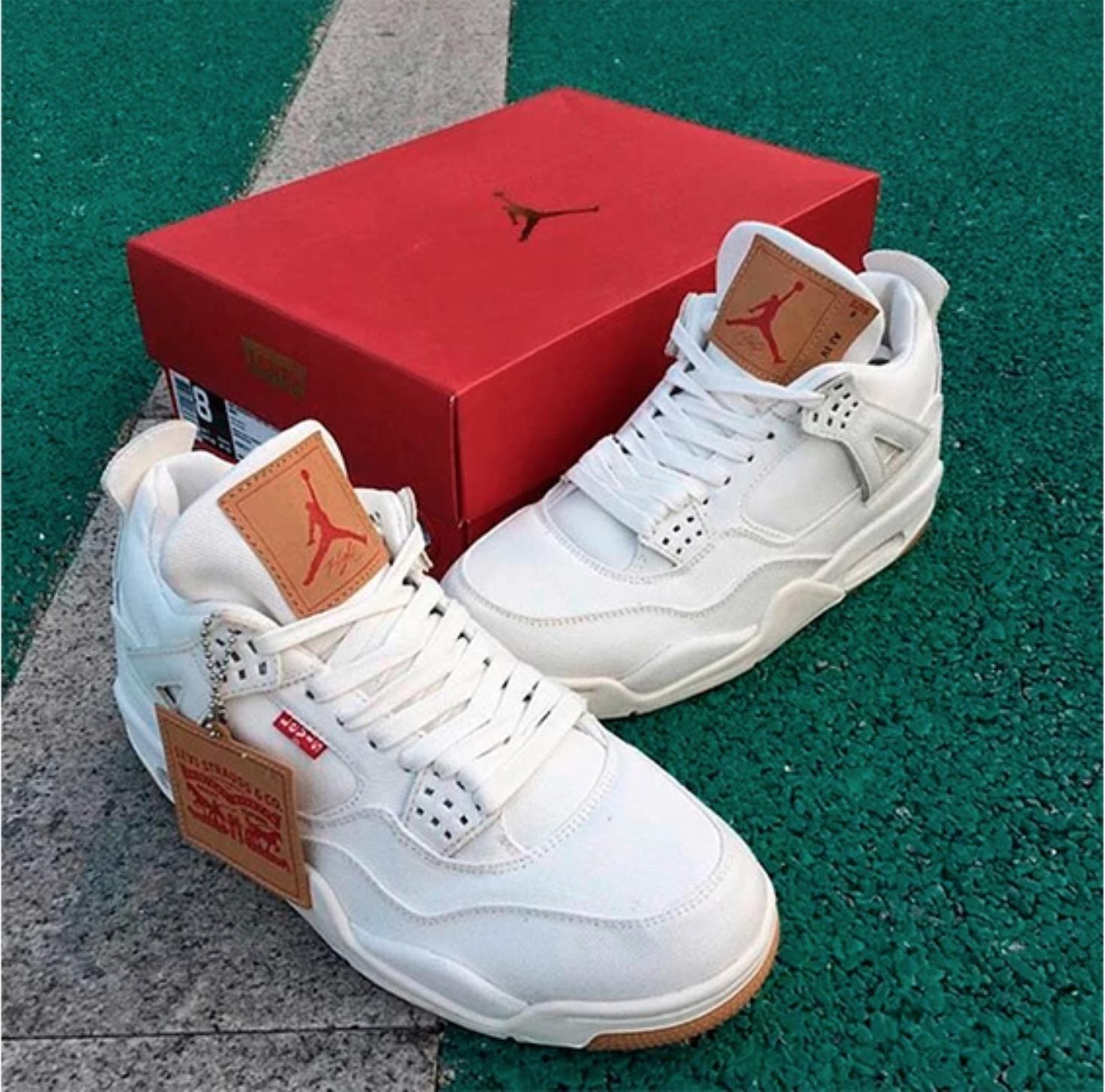 Excepcional datos colgante  Levi's x Air Jordan 4 white denim | Air jordans, Latest sneakers, Sneakers