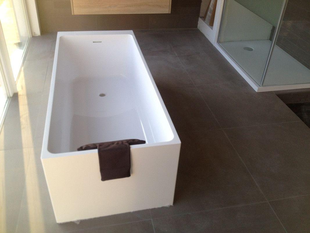 Freistehende Mineralguss Badewanne Angularo Aus Solid Surface In Glanz Oder Matt 1690x690x500 Mm Badewanne Badezimmer Komplett Und Moderne Badewannen