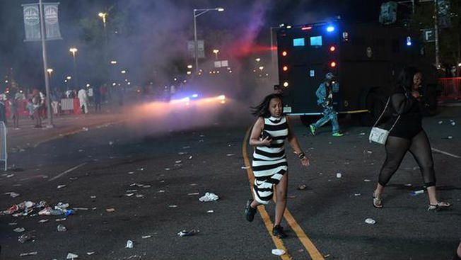 Tear Gas Deployed Outside of Hot 97 Summer Jam Concert - http://www.radiofacts.com/tear-gas-deployed-outside-of-hot-97-summer-jam-concert/