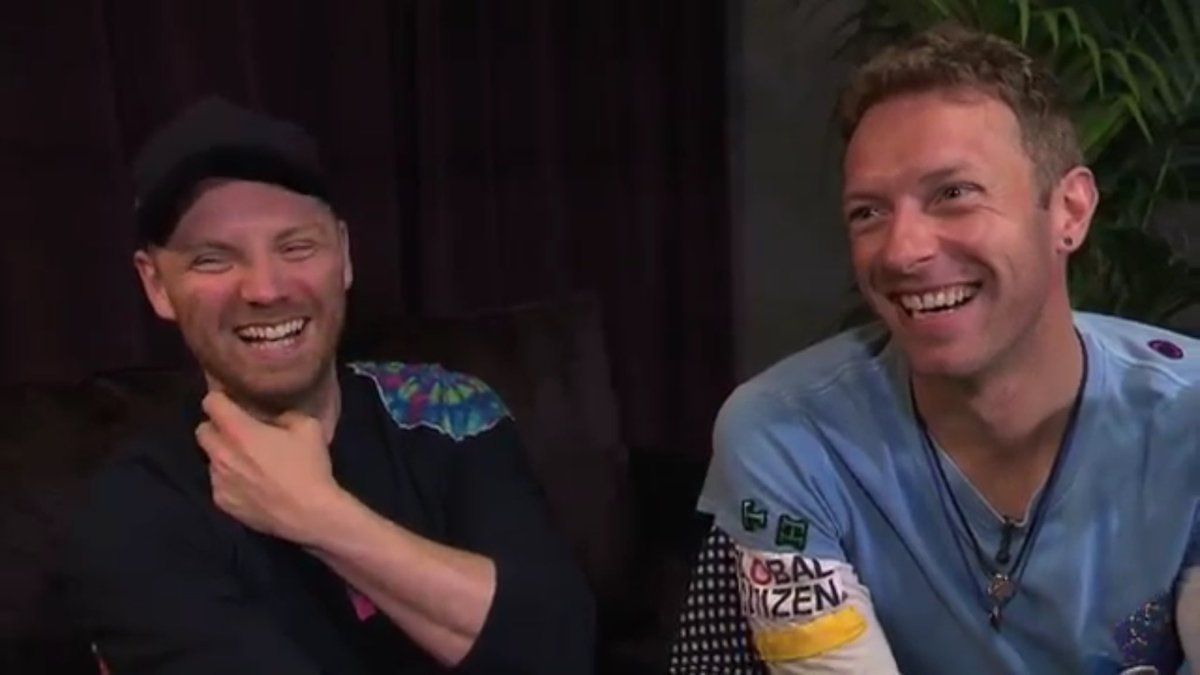 Chris Martin & Jonny Buckland sit down for a lengthy talk with SRF #ColdplayZurich