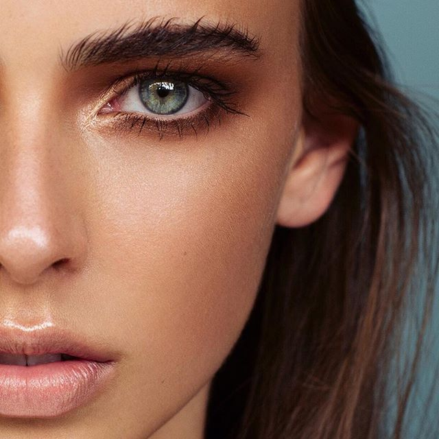 beautiful bushy brows and bronze eye makeup