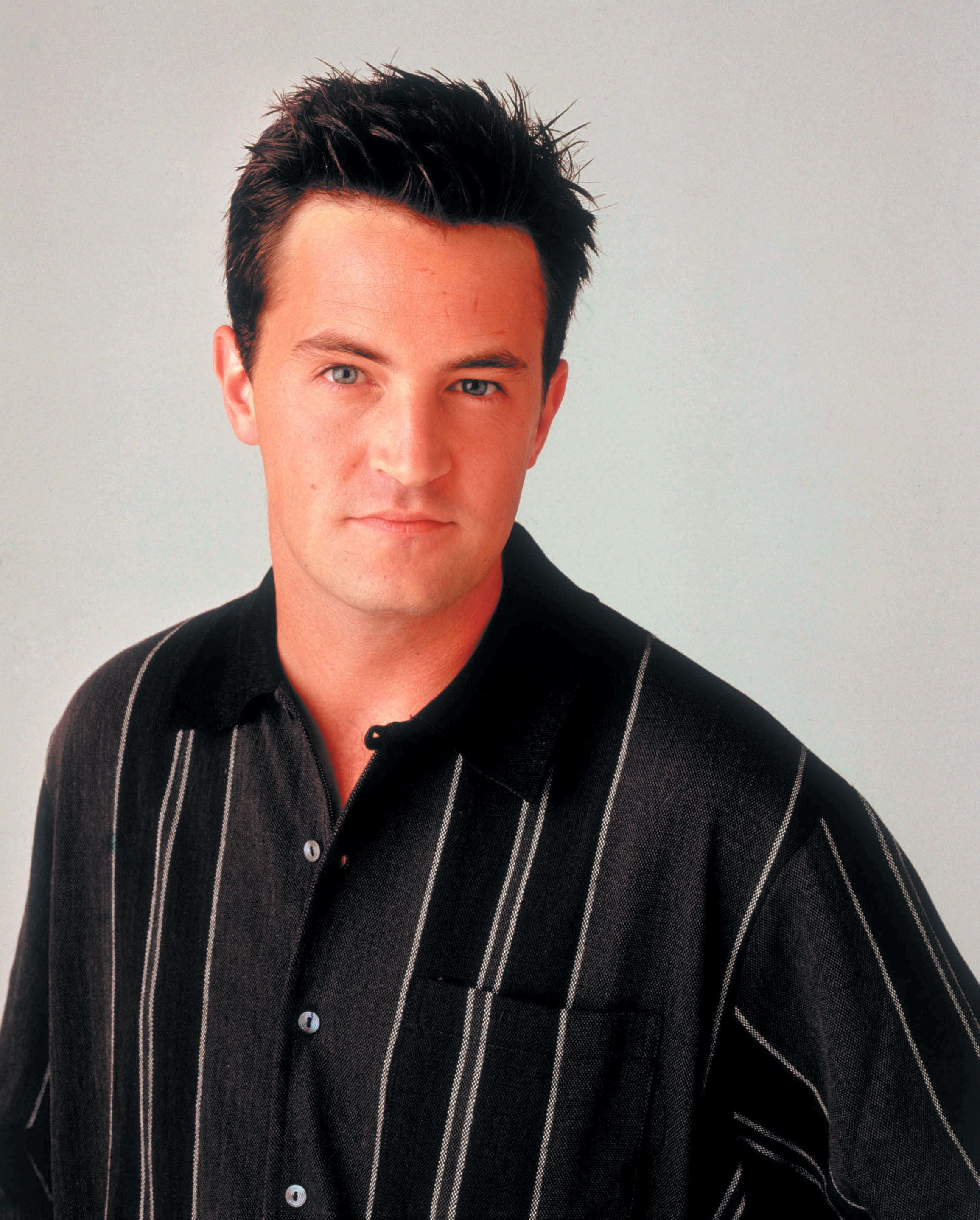 """Friends S2 Matthew Perry as """"Chandler Bing"""" (With images"""