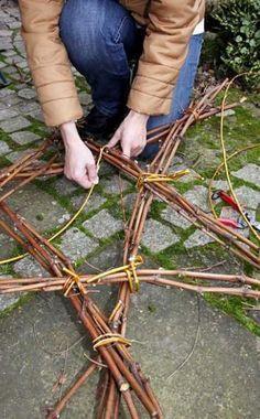 Weihnachtsdeko: Ein Stern aus Zweigen #weihnachtsdekohauseingangaussen