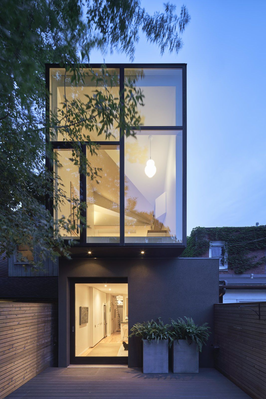 Photo 8 Of 10 In A Narrow Victorian In Toronto Gets A Mullet Makeover Architecture Modern House Exterior Window Design