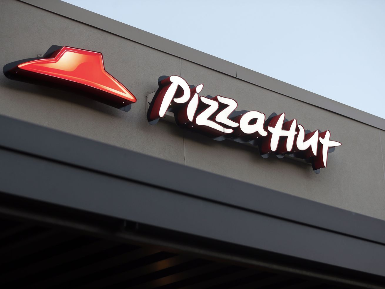 Pizza Hut Promises Huge Prize To First Set Of Twins Born During Super Bowl Liv In 2020 Pizza Hut Restaurant Pizza Hut Pizza Hut Gift Card